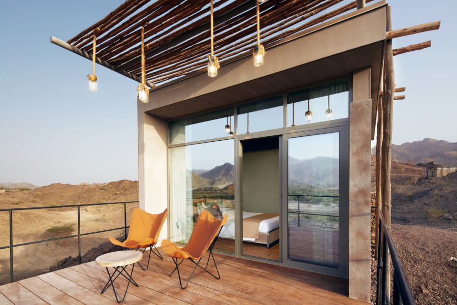 Lodge_outside_deck_in_sun_WEB